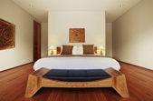 Panoramatický pohled na pěkné útulné zařízené ložnice — Stock fotografie