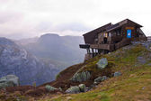 Norwegian mountains shelter — Stock Photo