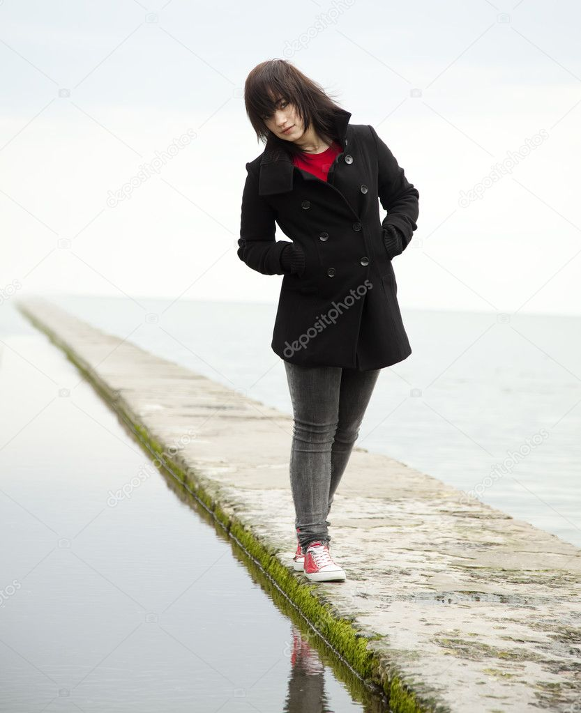 Young teen girl at outdoor near water. — Stock Photo #5421674
