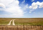 Country road, breakage and beautiful clouds — Stock Photo