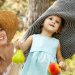 Little girl and mother in the park — Stock Photo