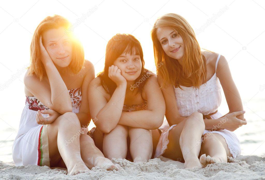 Portrait of three beautiful girls at the beach. — Stock ...