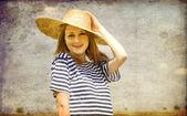 Rödhårig flicka på utomhus — Stockfoto