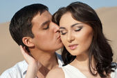 Guy kissing a beautiful girl — Stock Photo