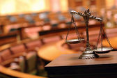 Decorative Scales of Justice in the Courtroom — Stockfoto