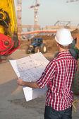 Architekt, arbeiten im freien auf einer konstruktion — Stockfoto