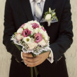 The groom is holding a bridal bouquet — Stock Photo