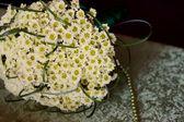 Svatební kytice sedmikrásky — Stock fotografie