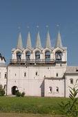колокольня успенского тихвинского монастыря. — Стоковое фото