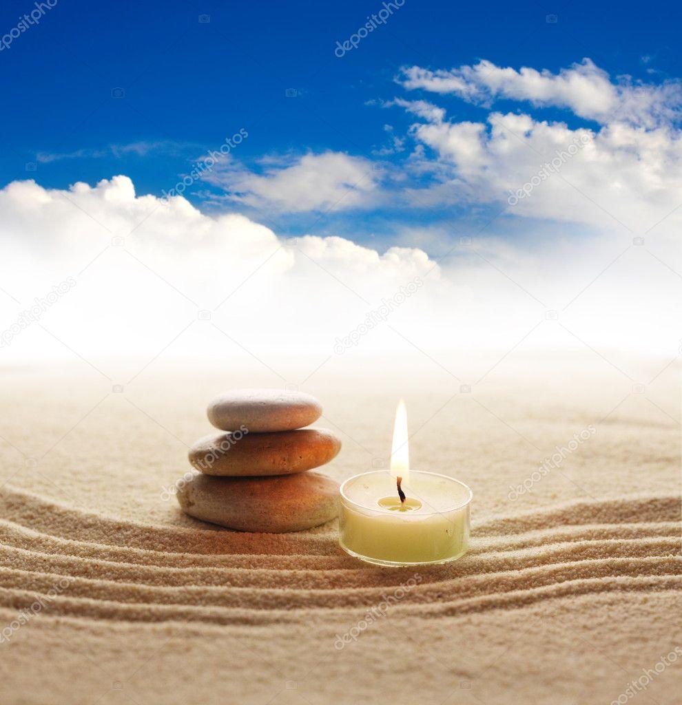 Pila de piedras y luz de la vela foto stock tihon6 - Piedras de luz ...