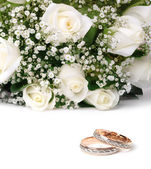 Wedding rings and flowers — Stock Photo