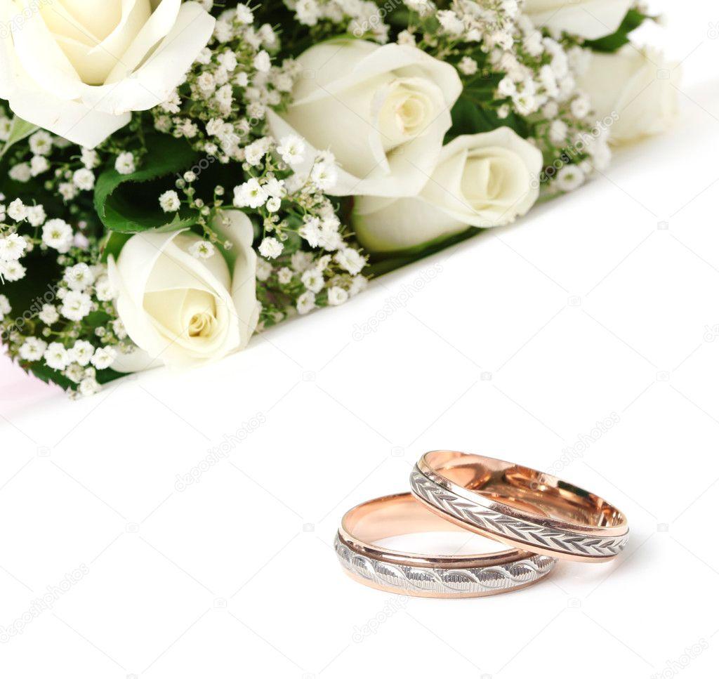 Scarica - Bouquet di rose e fedi nuziali — Immagini Stock #6193321