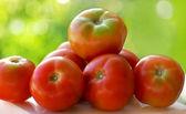 Tomates rouges sur la table. — Photo