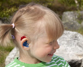 Child with hearing aid — Stockfoto