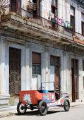 Tattered old car in a street of Havana, Cuba — Stock Photo
