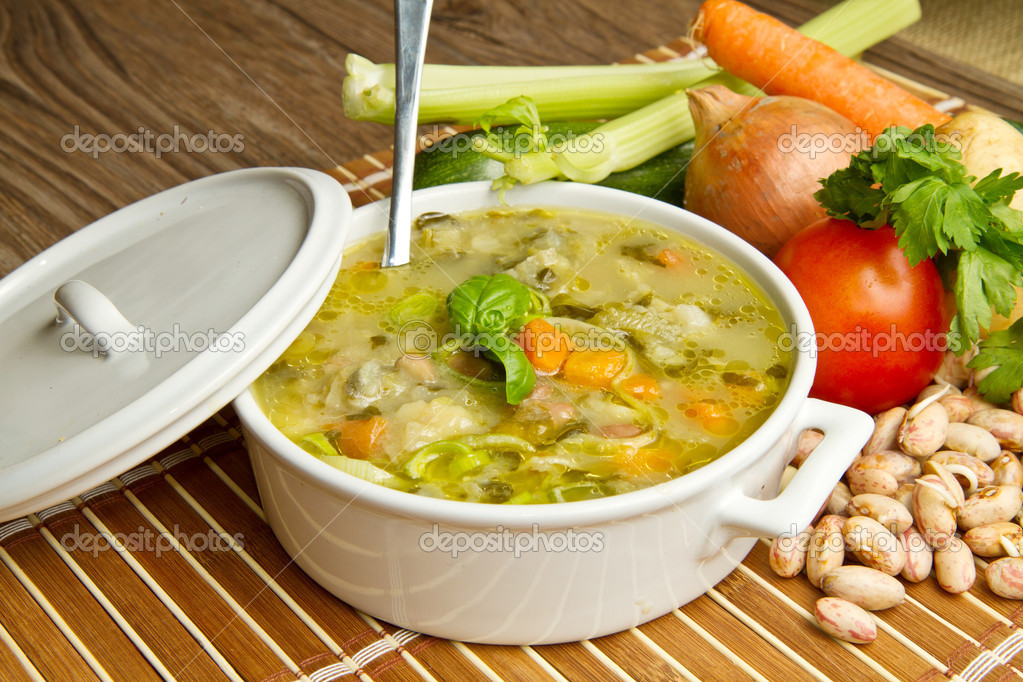 Bowl of minestrone with fresh vegetables — Stock Photo #5660053