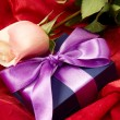 Lilac gift with rose - Foto de Stock