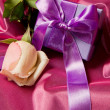 Lilac gift with rose - Lizenzfreies Foto