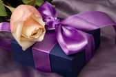 Lilac gift with rose — Stock Photo