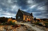 Iglesia por un lago glaciar — Foto de Stock