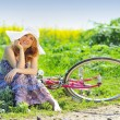 Young womwith vintage bicycle — Stock Photo #5636663