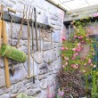 Garden tools on stone wall - Foto Stock