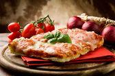 Pizza margherita — Stockfoto