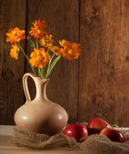 Orange flowers and apples — Stock Photo