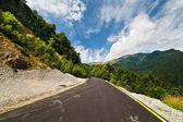 Estrada pelas montanhas — Fotografia Stock