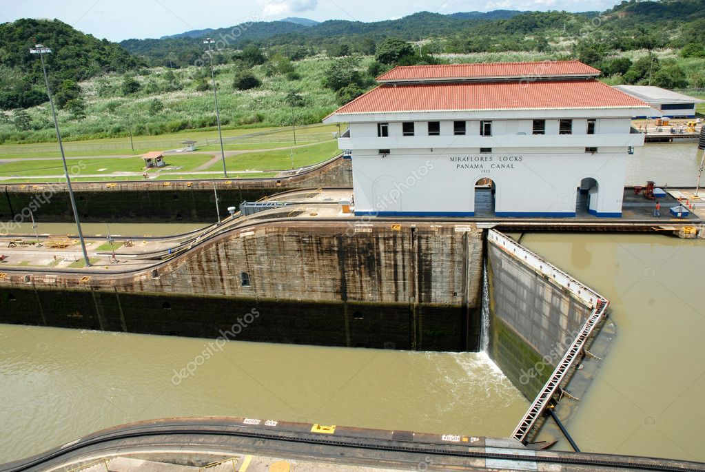 Miraflores Locks building at Panama Canal. Canal´s strategic location has had a far reaching effect on world economic development. — Stock Photo #5519546