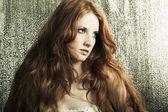 мода портрет молодой красивой рыжеволосой женщины — Стоковое фото