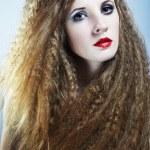 Retrato de moda de mujer joven hermosa pelirroja — Foto de Stock