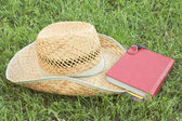 Straw hat with a book — Foto de Stock