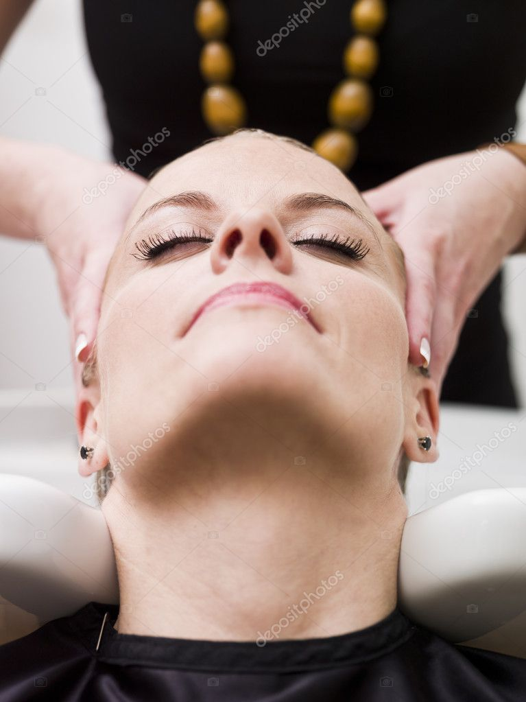 Woman relaxing at the Beauty spa — Stock Photo #5386392