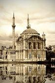 Ortakoy mosque at Bosphorus — Stock Photo