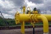 Yellow pipes and valve — Stockfoto