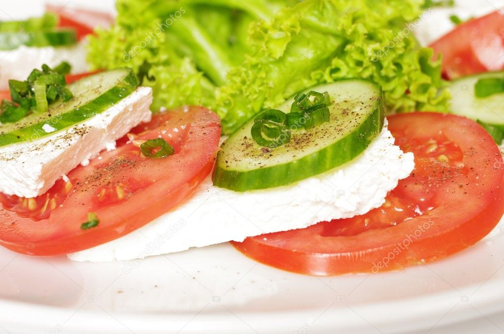Cottage cheese with tomato and cucumber on plate — Stock Photo #5860922