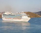 Massive Luxury Cruise Ship in St. Thomas Bay — Stock Photo
