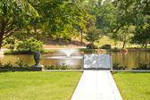 Jezioro na cmentarzu z biblii rzeźby — Zdjęcie stockowe