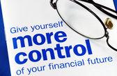 Zaměřit se na a převzít kontrolu nad vaší finanční budoucnosti izolovaných na modré — Stock fotografie