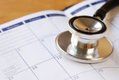 A stethoscope on the calendar concepts of medical appointment — Стоковое фото