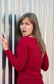 Garota linda em um vestido roxo — Foto Stock