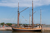 Wooden sailing vessel in the port — Stock Photo