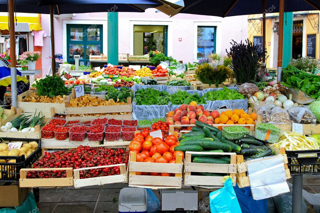 Fresh fruits and vegetables at farmers market — Stock Photo #5457301