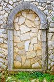 Ommuurde deur — Stockfoto
