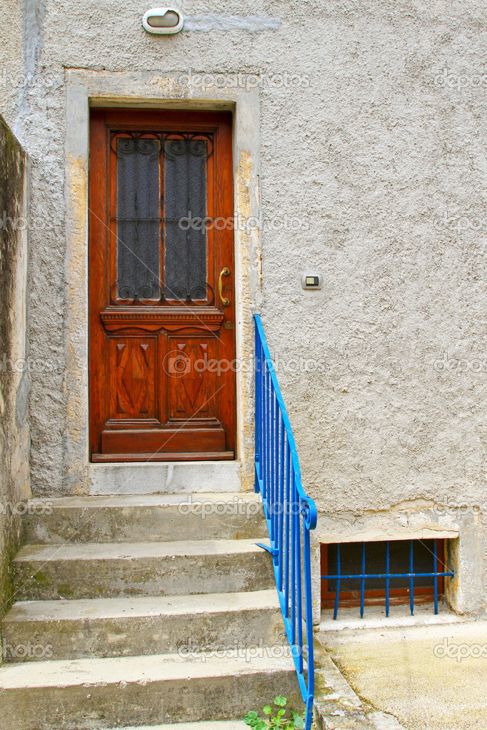 Brown door with glass entrance to house — Stock Photo #5805403