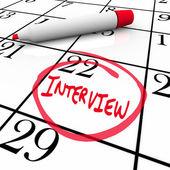 Interview tag kreisten auf kalender - treffen neuen arbeitgeber — Stockfoto