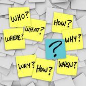 Vragen en vraagteken - kleverige nota verwarring — Stockfoto