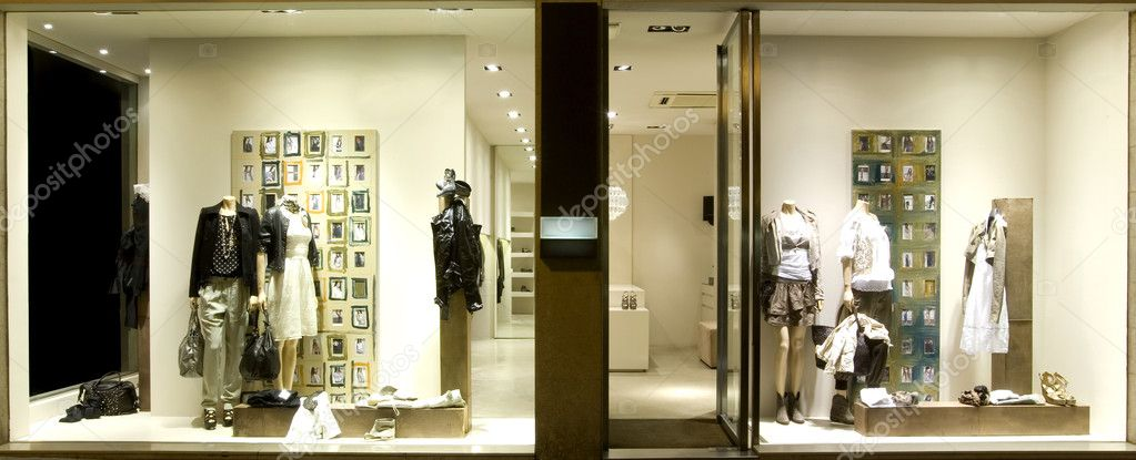 Boutique display window with mannequins in fashionable dresses — Stock Photo #6184965