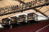 Tetto di stadio di calcio con cabina di commento — Foto Stock